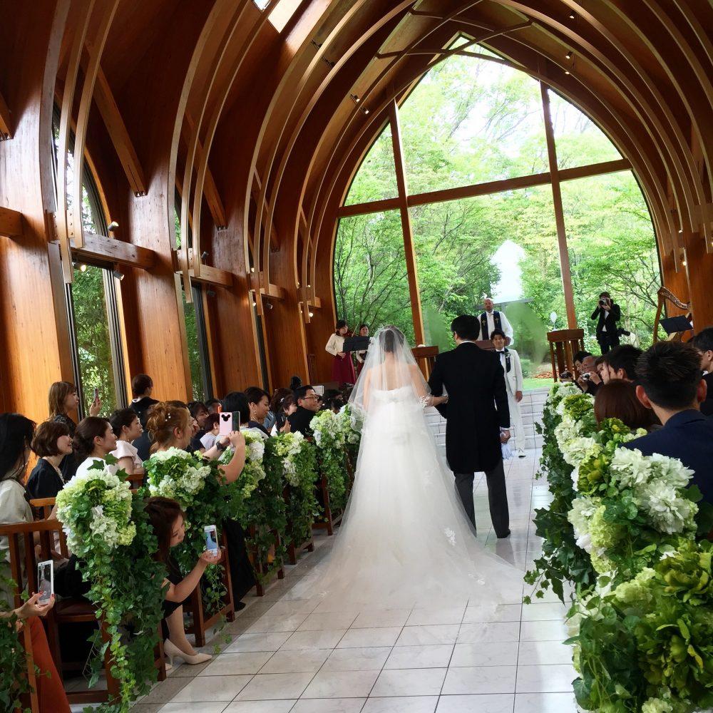 友人の結婚式に。