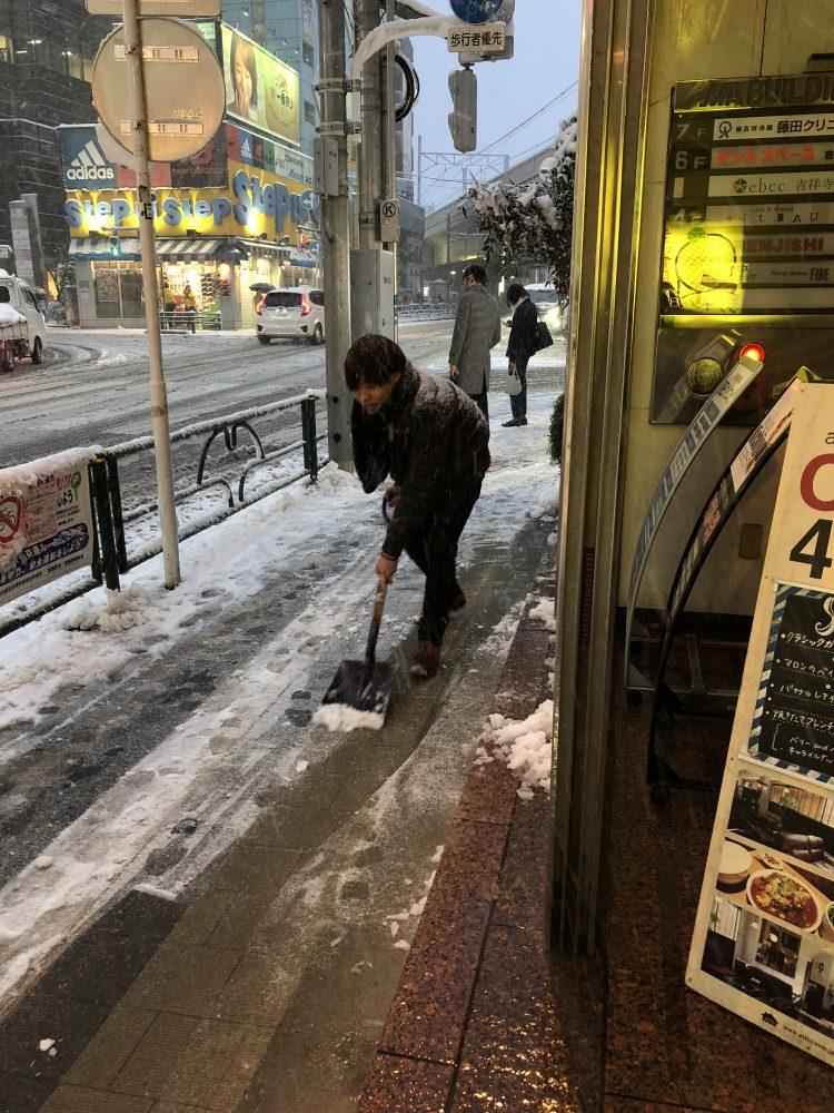 大雪の日の足元お気をつけください!