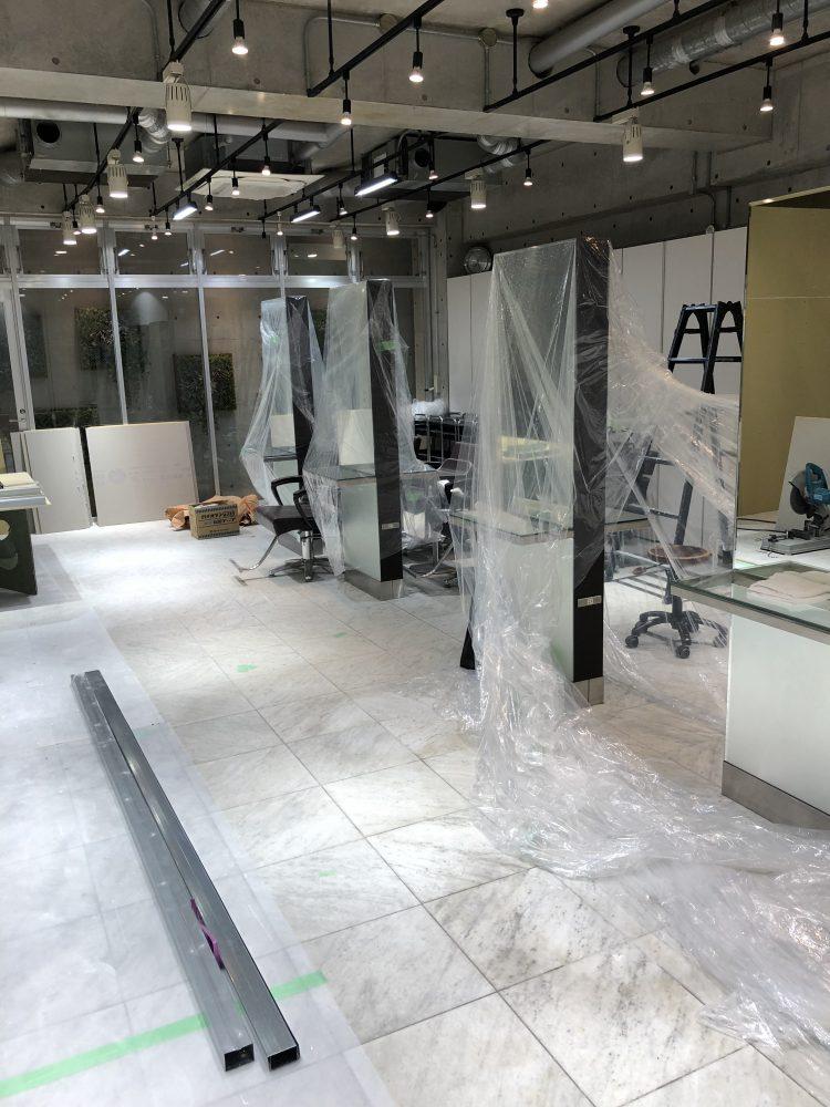 完成へ向かう、新青山店。