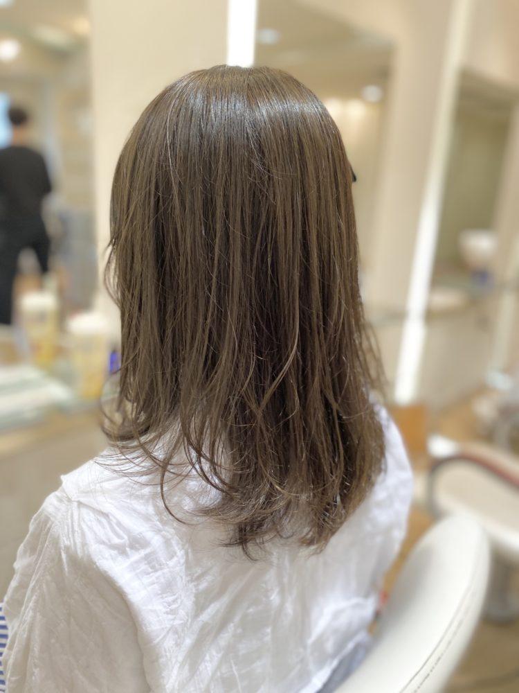髪を整える。